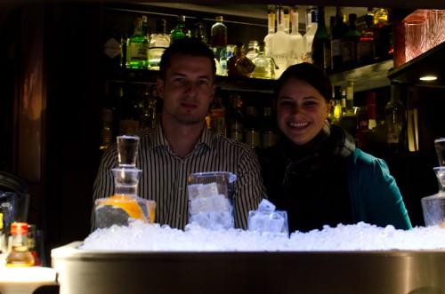 Schwarze-Weiß-Bar: Gina & Knud