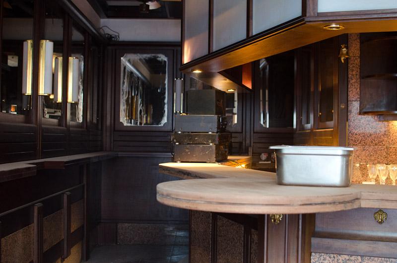 schwarz wei bar das alte i dipfele cocktails old fashioned. Black Bedroom Furniture Sets. Home Design Ideas